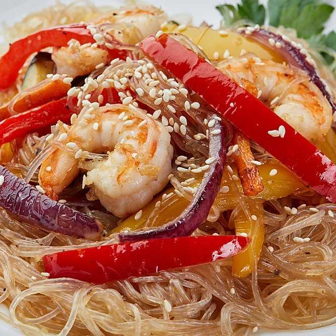 Салат с фунчозой и курицей - вкусное знакомство с азиатской кухней: рецепт с фото и видео