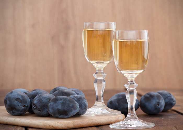 Простой рецепт сливовой водки в домашних условиях
