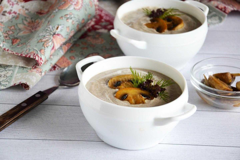 Как готовить суп-пюре из опят: восемь лучших рецептов. Калорийность. Советы по приготовлению. Как готовить со сливками, на молоке, с сыром и курицей.