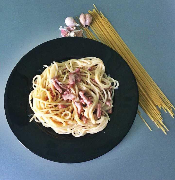 Паста карбонара с беконом. два лучших рецепта: со сливками и без сливок