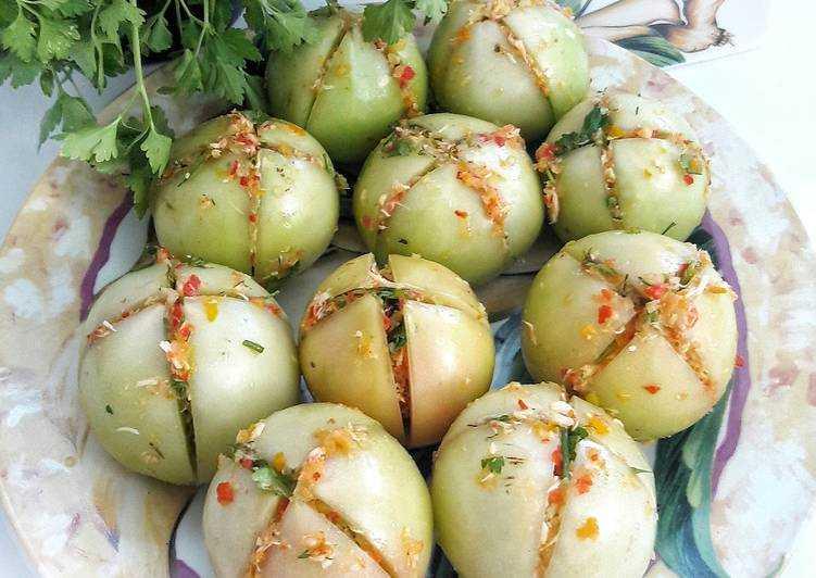 Домашние квашеные помидоры (как бочковые): рецепты в банках и ведрах на зиму