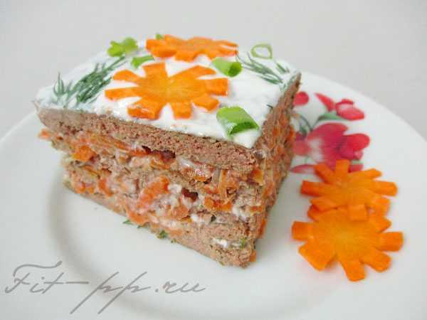 Печеночный торт с морковкой и луком