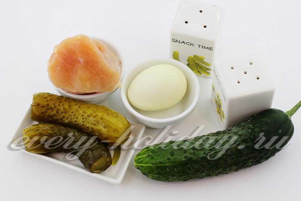 Салат «Сугробы» на праздничный стол: рецепты с отварной и копченой курицей, печенью трески, ветчиной и колбасой, говядиной, орехами, картофелем фри.