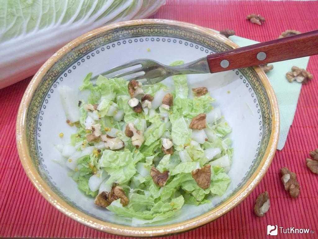 Салат из свежей свеклы и яблок с грецкими орехами рецепт с фото пошагово - 1000.menu