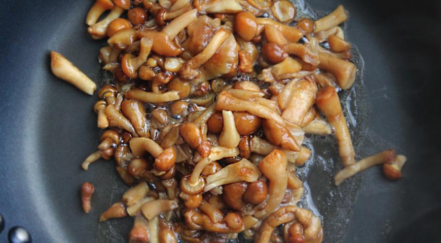 Соус грибной со сметаной: рецепты из шампиньонов, вешенок, опят, как сделать