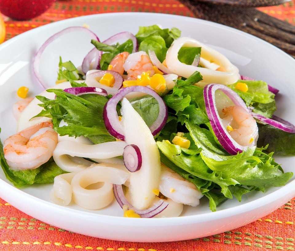 Салаты с кальмарами - 20 самых вкусных и простых рецептов