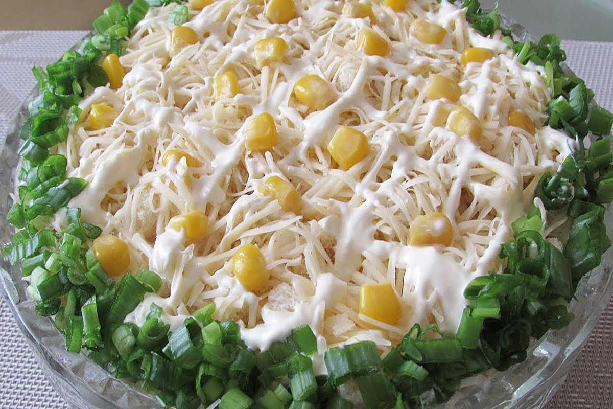 Салат с куриным филе и жареными грибами «зодиак»