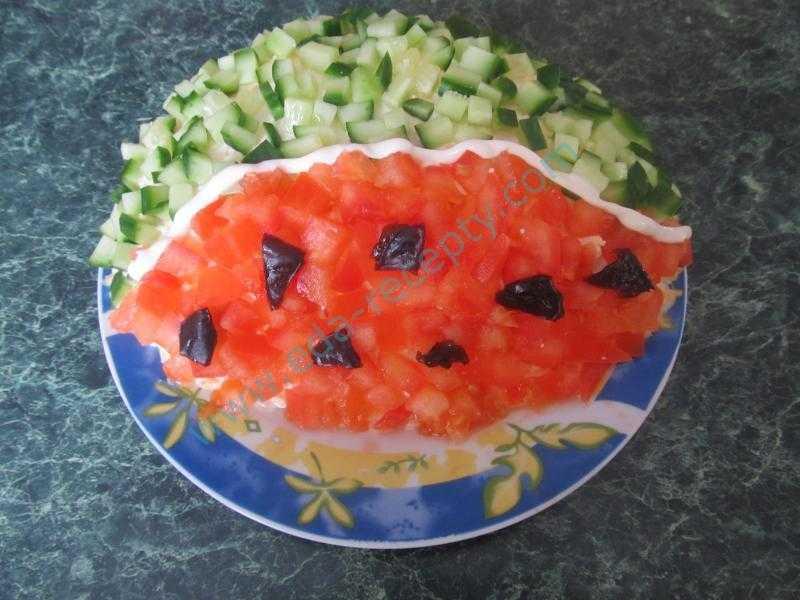 Салат в арбузе рецепт с фото пошагово - 1000.menu