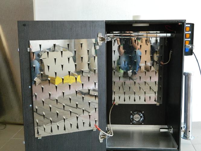 Коптильня холодного копчения Дым Дымыч, при невероятно простом устройстве, в котором просто нечему ломаться, коптит продукты не хуже электронных аппаратов.