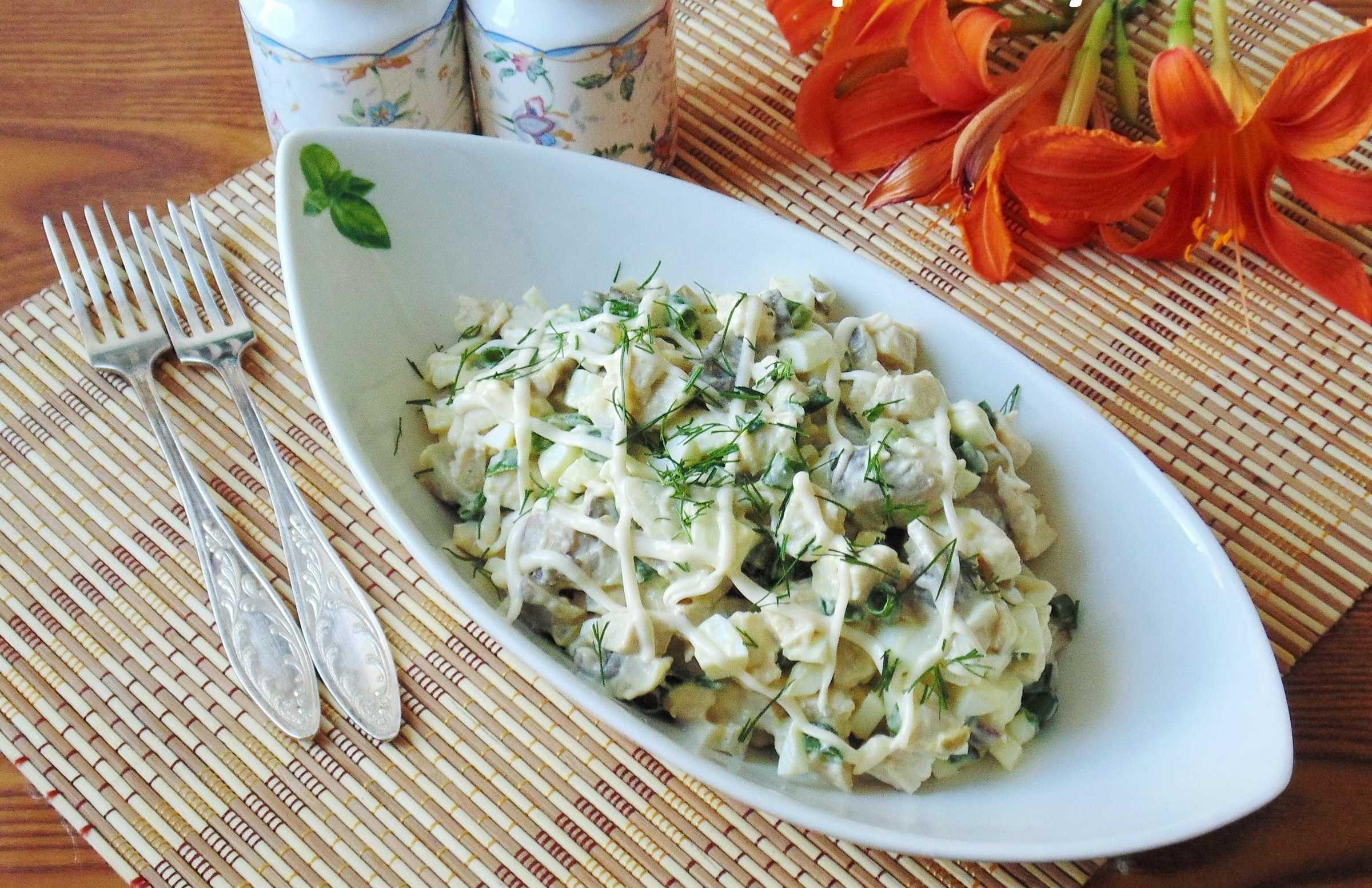 Салат с жареными шампиньонами огурцами и яйцами рецепт с фото пошагово - 1000.menu