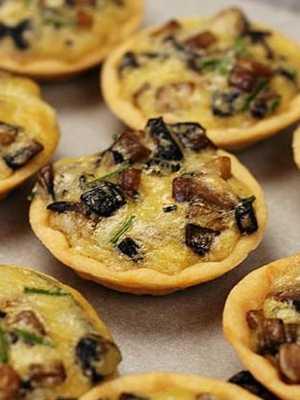 Пирог с начинкой из соленых грибов и картофеля с рецептом приготовления домашнего дрожжевого теста