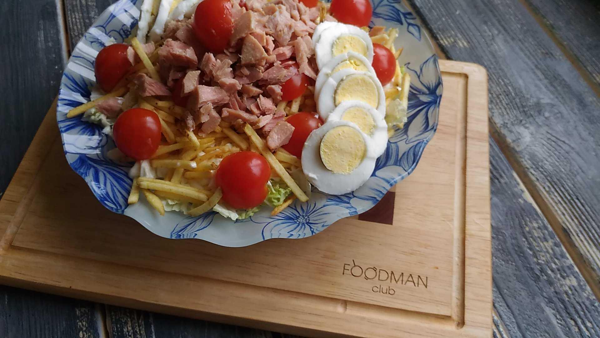 Салат с тунцом, пекинской капустой и помидорами рецепт с фото и видео - 1000.menu