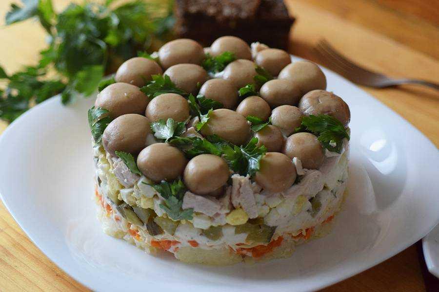 Салат лесная поляна - нарядное и сытное блюдо: рецепт с фото и видео