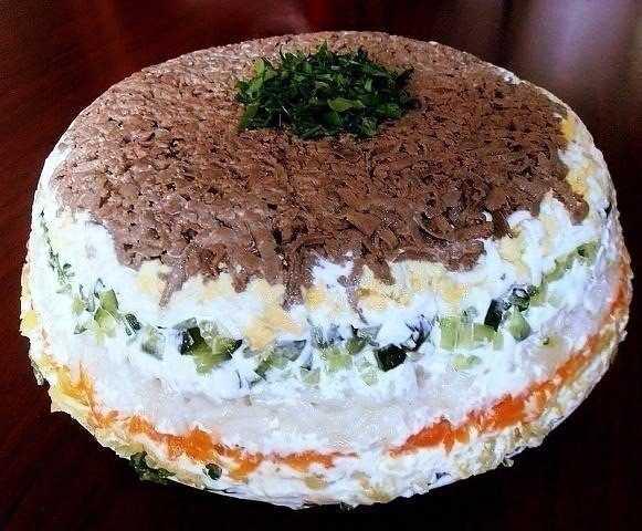 Слоеный салат с куриной печенью: рецепты праздничных блюд