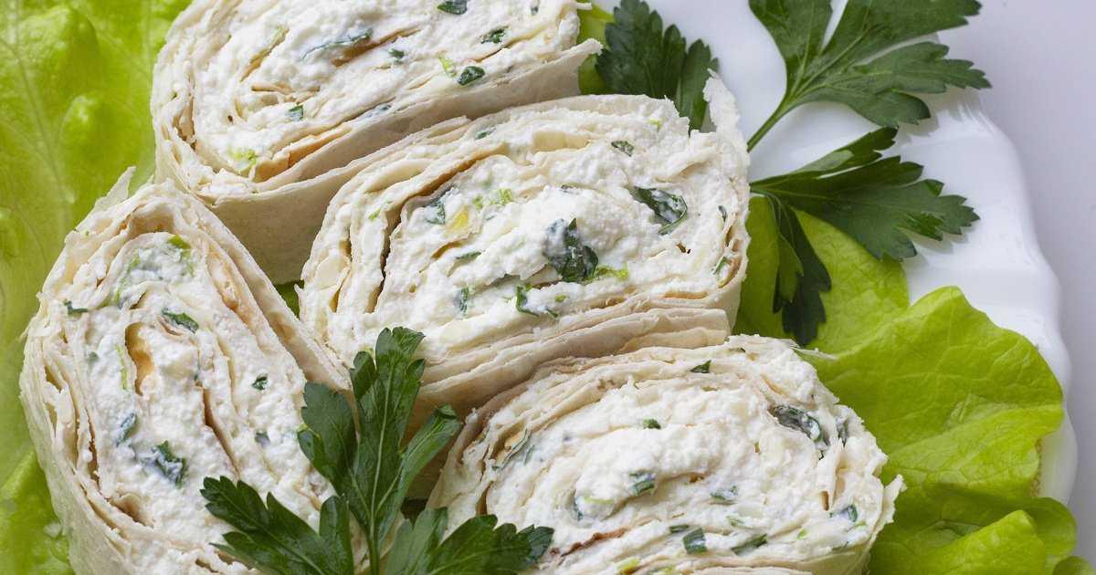 Салат из зерненого творога с помидорами. творог с овощами для похудения и диеты. разгрузочный творожный день