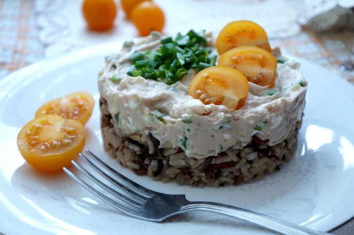 Салат печень трески с огурцами и яйцом рецепт с фото пошагово - 1000.menu