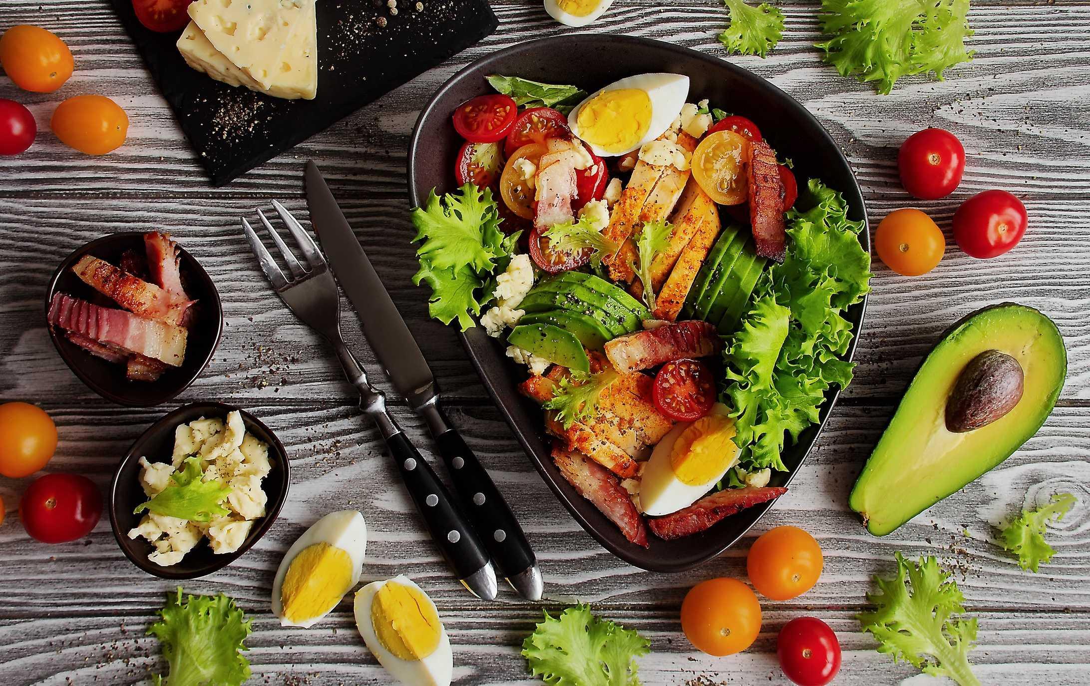 10 лучших салатов с авокадо, которые придумал мир