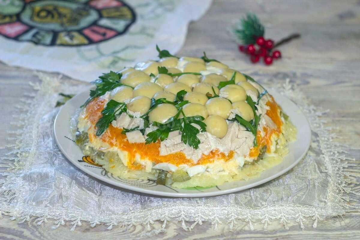 Салат с маринованными шампиньонами - быстро и вкусно