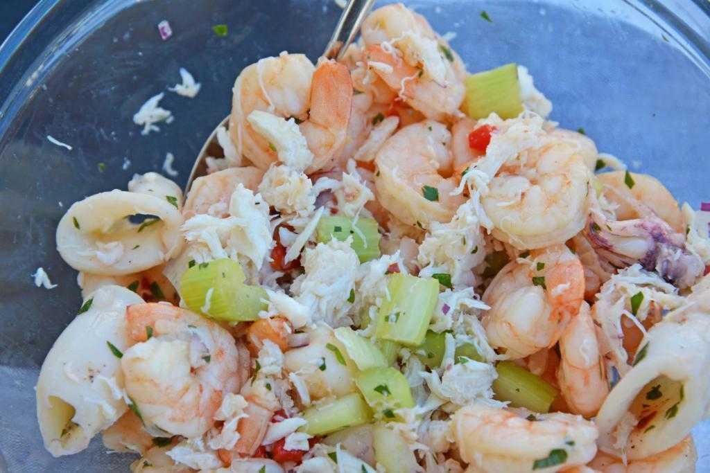 Как приготовить салат креветки кальмары крабовые палочки: поиск по ингредиентам, советы, отзывы, пошаговые фото, подсчет калорий, изменение порций, похожие рецепты
