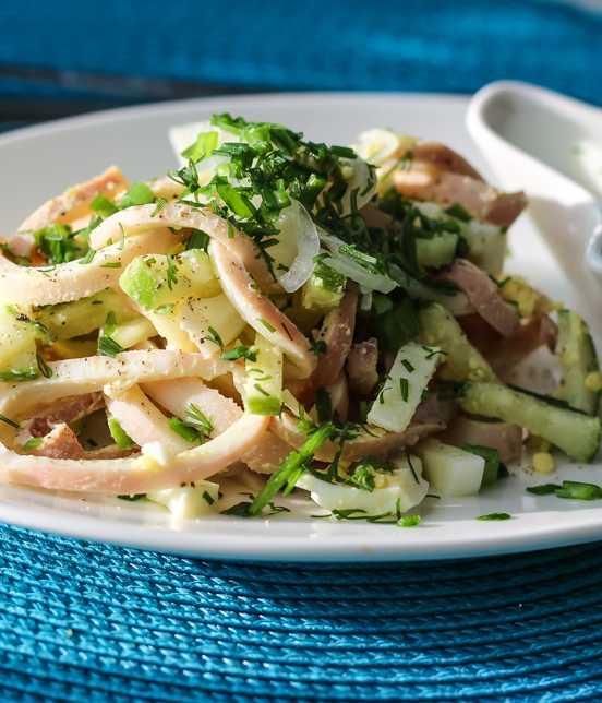 Рецепты самых вкусных салатов из кальмара с яйцом, огурцом, сыром