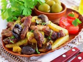 Тушеная картошка с мясом в сметане рецепт с фото пошагово - 1000.menu