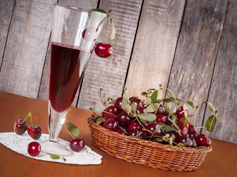 Вино из вишни в домашних условиях: простой рецепт из свежей или замороженной ягоды, особенности брожения и хранения