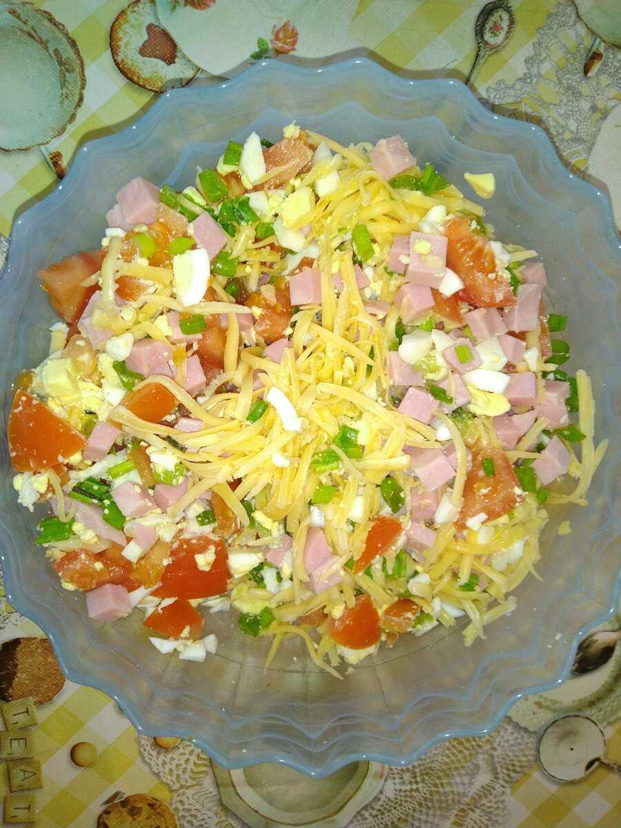 Рецепты салата дамский каприз с фото и видео: как приготовить салатик с курицей, ананасом, языком или ветчиной пошагово