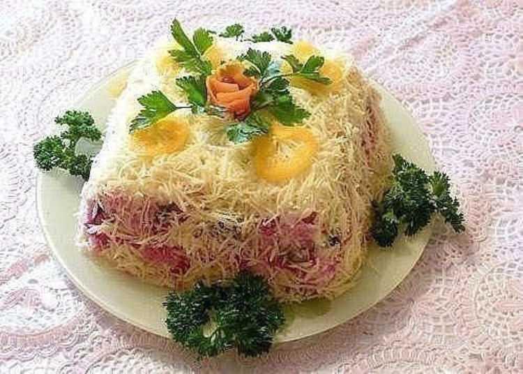 """Салат """"шуба по царски"""": роскошь на вашем обеденном столе"""