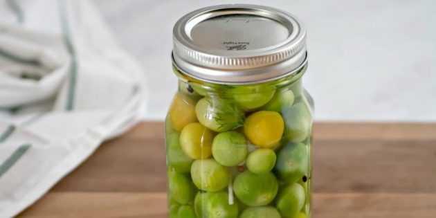 Квашеные зеленые помидоры в банках и в кастрюле – очень вкусные рецепты