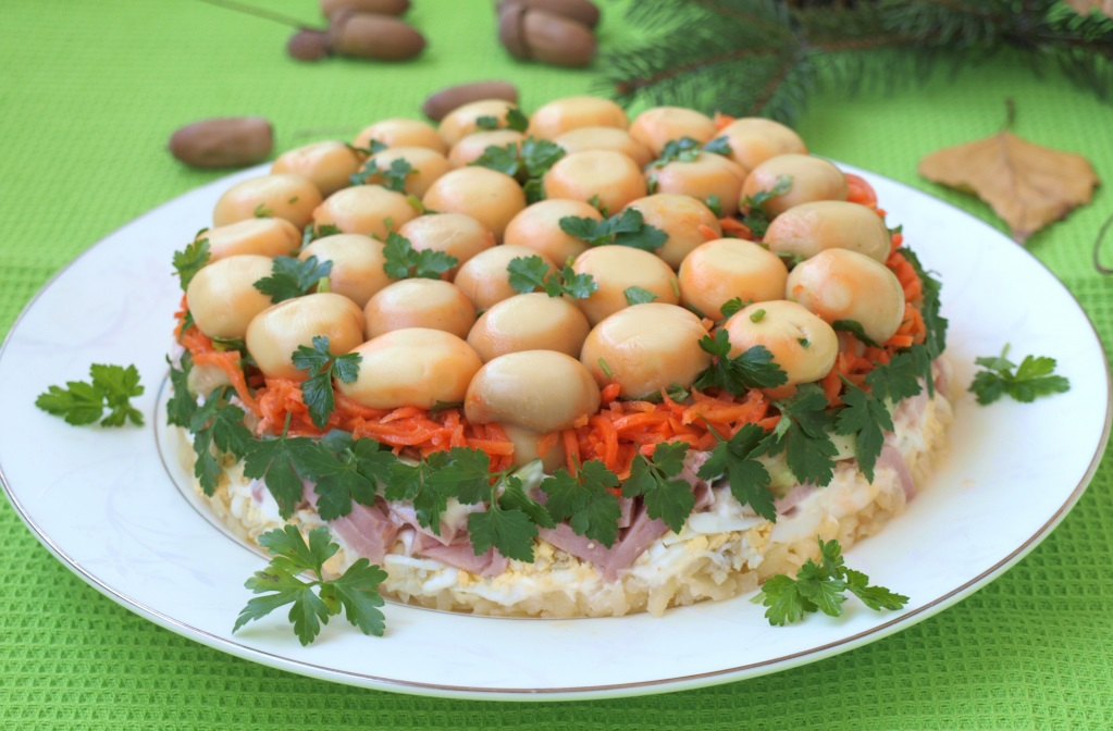 Новогодний салат с грибами лесная поляна