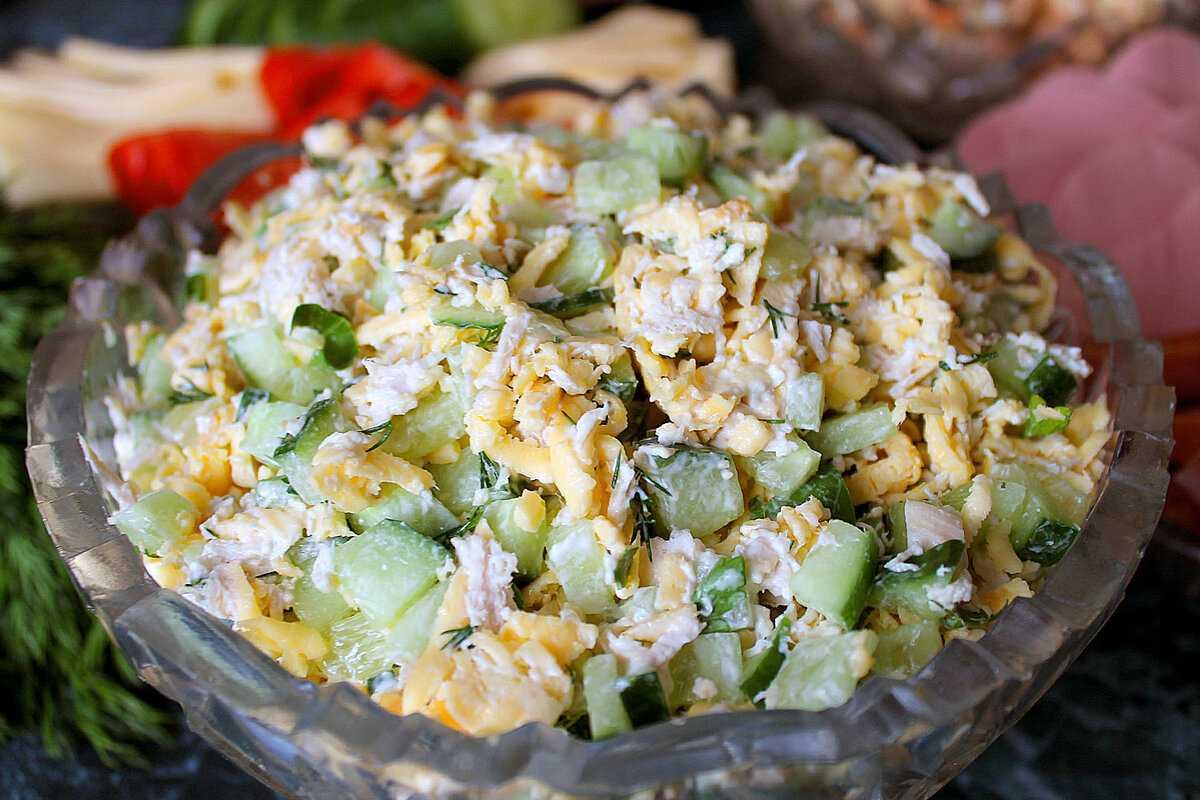 Салат из курицы с сыром и яйцом: вкусные и простые рецепты
