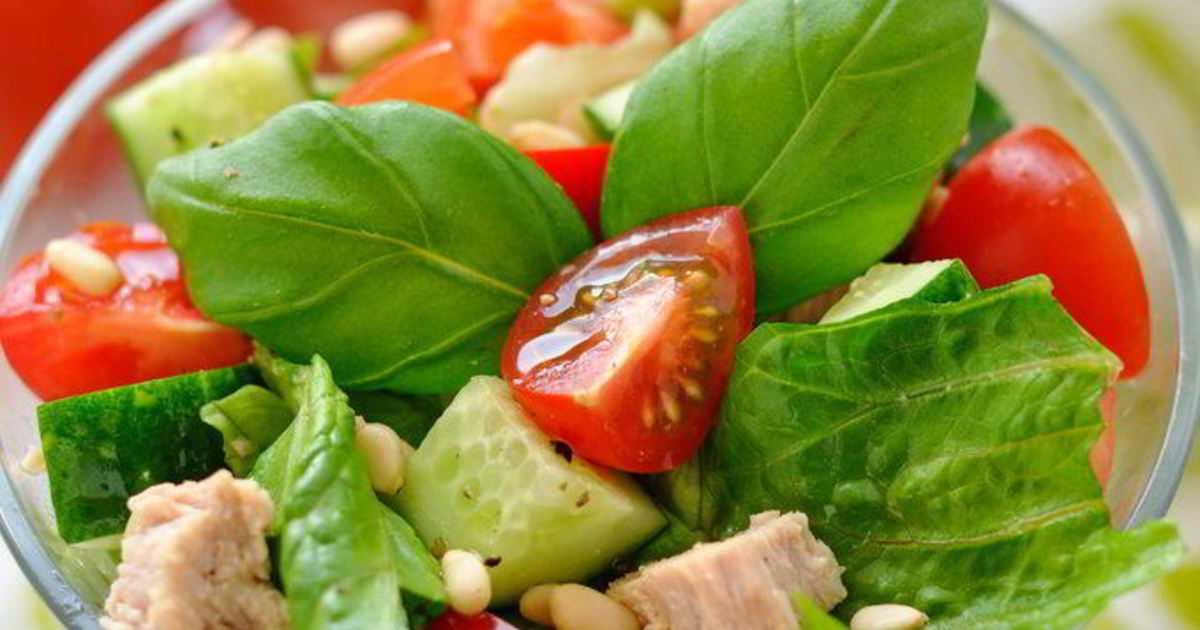 Салат с базиликом: 5 простых и вкусных рецептов