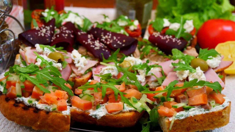 Брускетта с авокадо и грушей рецепт с фото пошагово и видео - 1000.menu