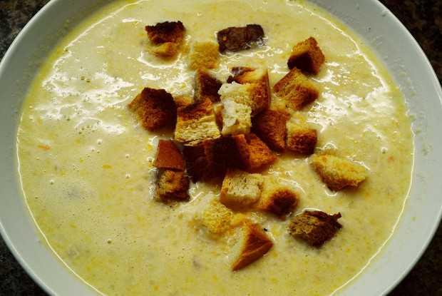 Сырный суп с курицей и плавленным сыром и рисом