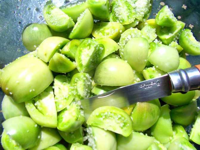 Соленые зеленые помидоры как бочковые – очень вкусные рецепты в банках и в кастрюле