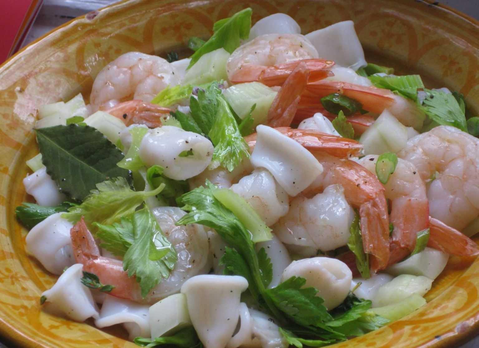 Салат с креветками и кальмарами - 6 рецептов приготовления салатов