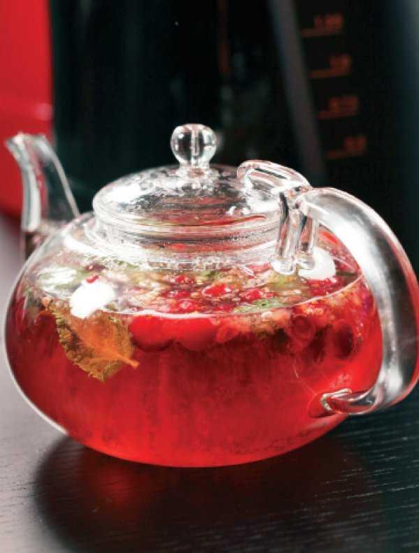 Рецепты клюквенного чая с добавлением полезных ингредиентов, польза чая для организма.