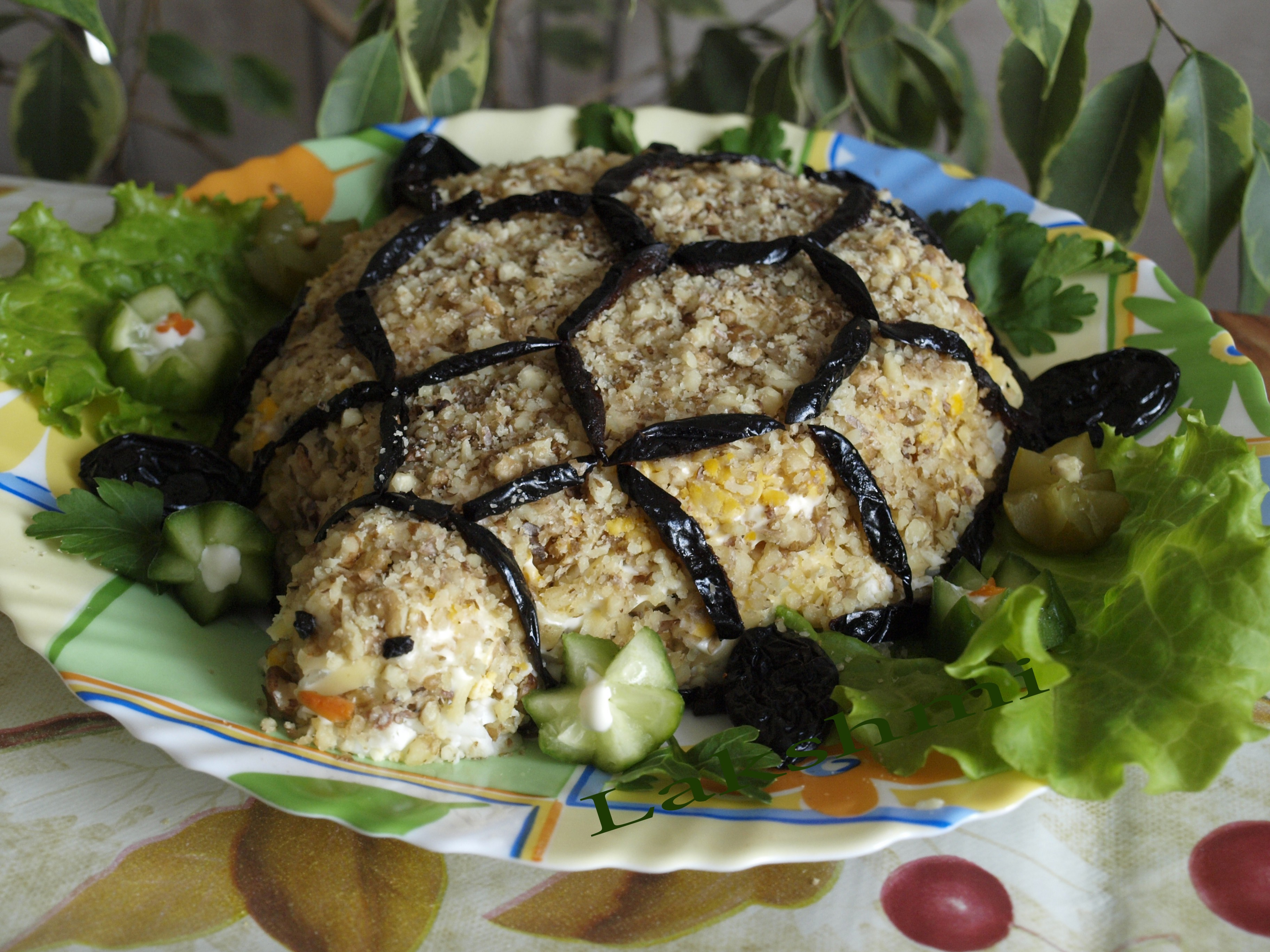 Салат черепаха с курицей и черносливом