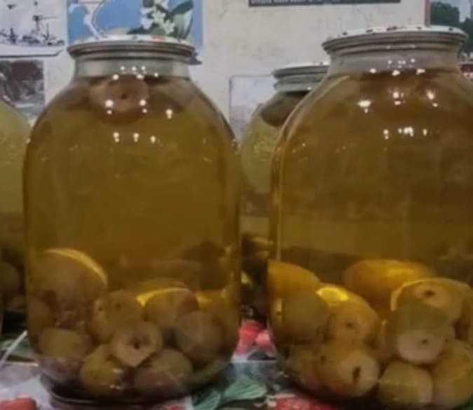 Компот из целых груш на зиму - 10 пошаговых фото в рецепте