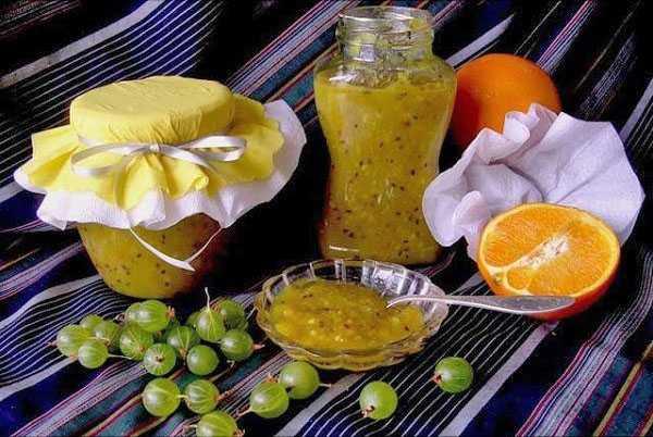 Рецепты изготовления варенья из крыжовника с апельсином разными способами: с варкой и «живое», из целых и протертых плодов, с добавлением других ягод, фруктов, орехов, пряностей.