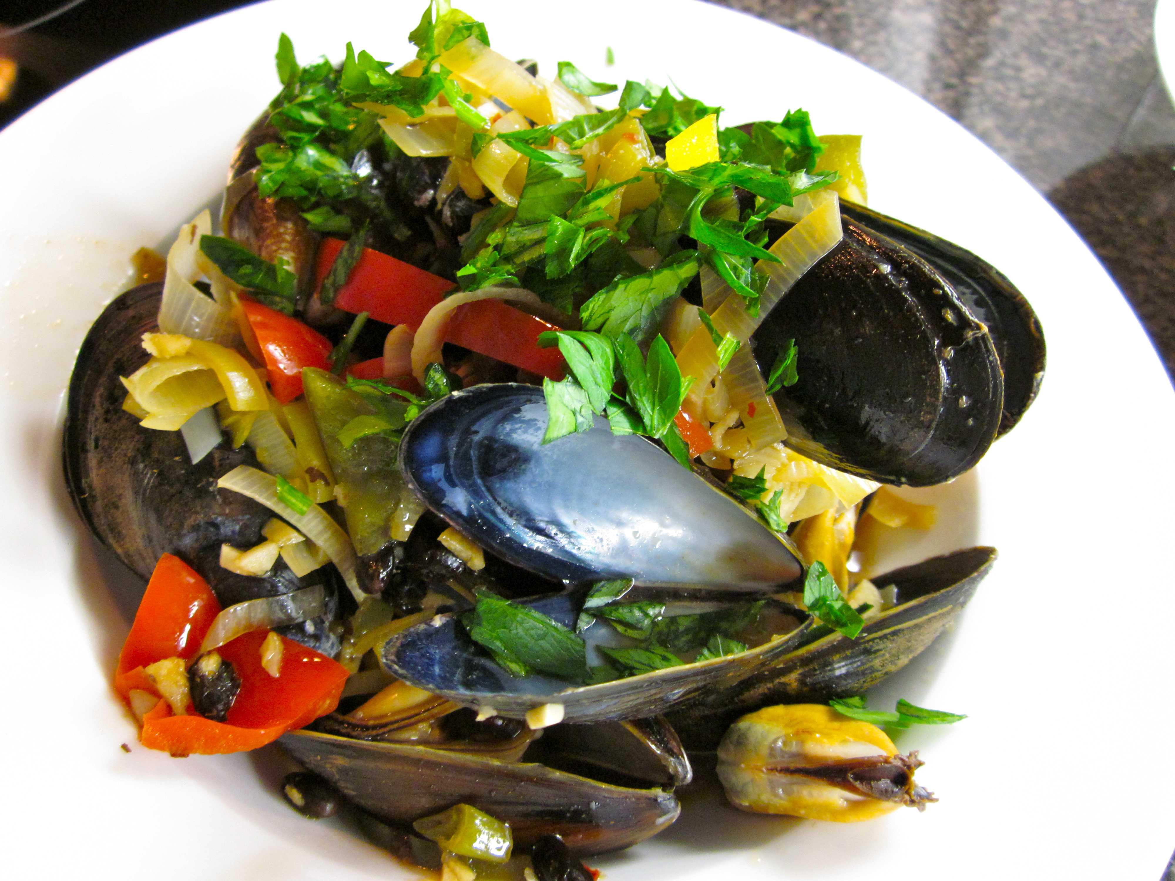 Салат из мидий с мандаринами. великолепные салаты из рыбы и морепродуктов