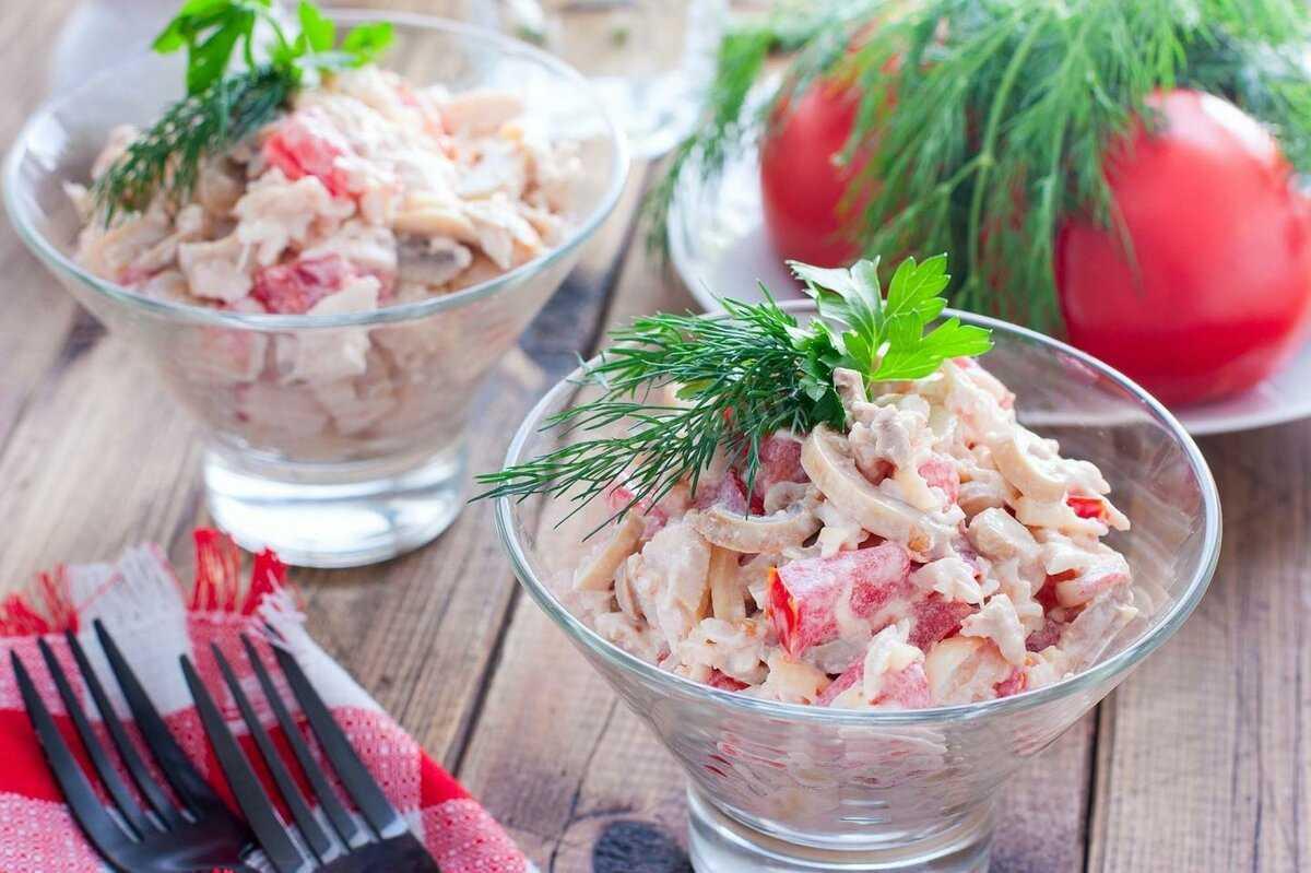 Салат с консервированными шампиньонами — рецепты приготовления вкусно и быстро