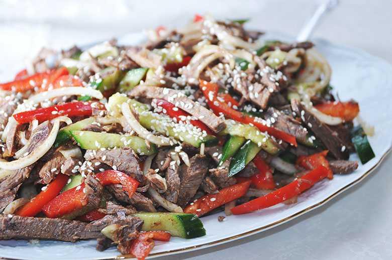 Салат из говядины и солёных огурцов