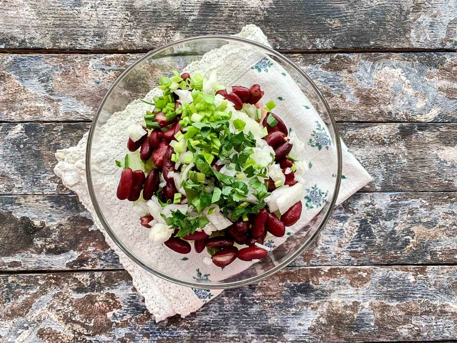 Салат хрустик с фасолью рецепт с фото пошагово - 1000.menu