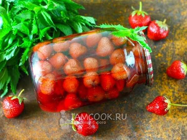 Не забудьте заготовить вкусный компот из клубники на зиму — вот вам рецепты