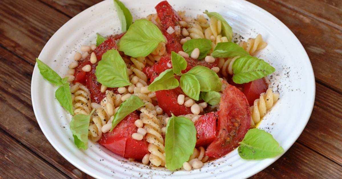 Салат с помидорами и сыром - рецепт с пошаговыми фото
