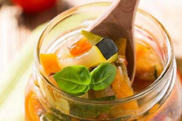 Аджика из кабачков - простые рецепты на зиму с томатной пастой, яблоками, помидорами и без варки