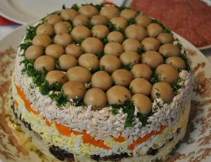 Салат грибная поляна с шампиньонами