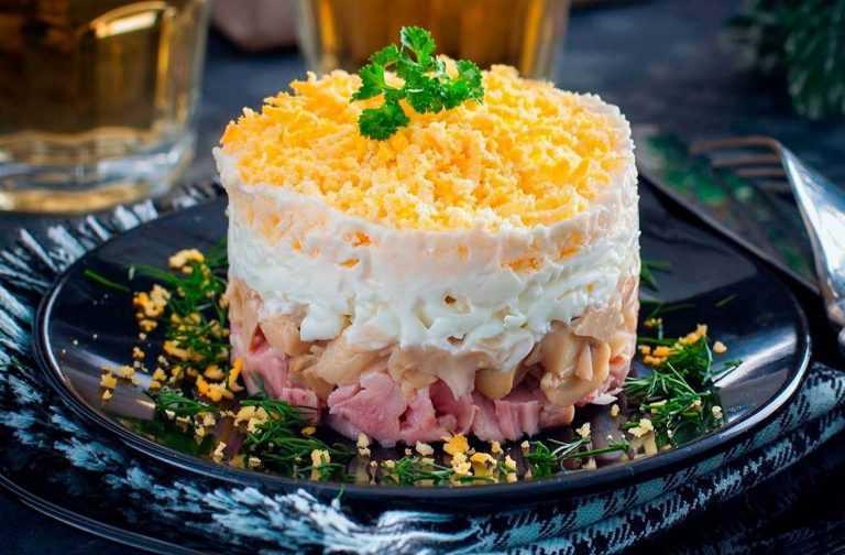 Салат курица ананас грибы сыр рецепт с фото пошагово и видео - 1000.menu