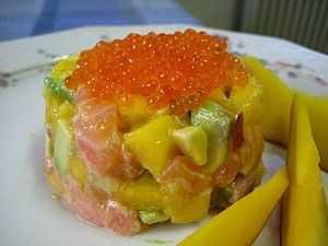 Тартар из лосося. классический. с авокадо. 3 рецепта.